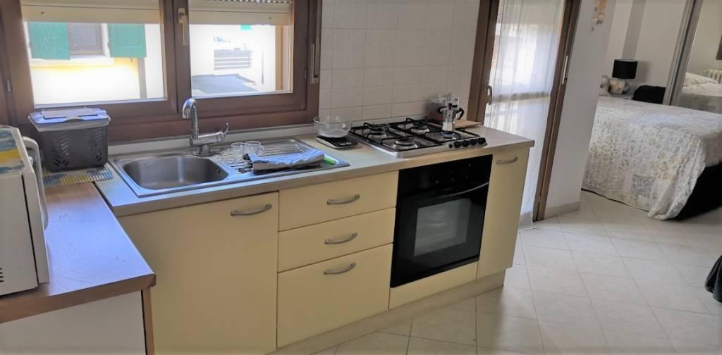 Appartamento in buone condizioni parzialmente arredato in affitto Rif. 7484867