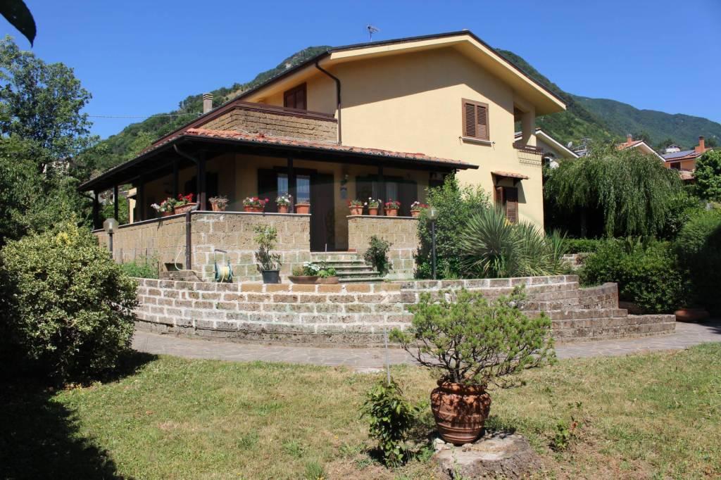 Villa in buone condizioni in vendita Rif. 8029309