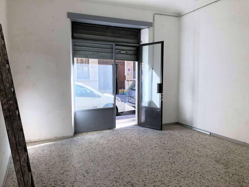 Negozio in affitto Zona Parella, Pozzo Strada - via Borgone 10 Torino