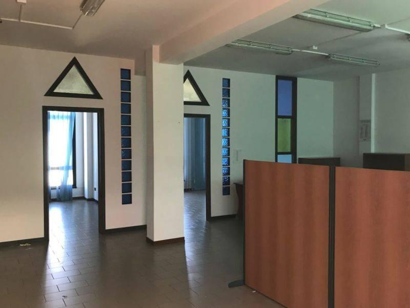 Ufficio / Studio in affitto a Assisi, 3 locali, prezzo € 650 | CambioCasa.it