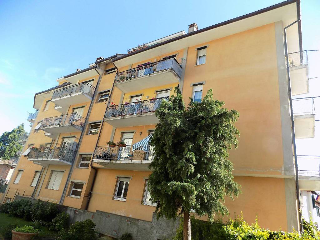 Appartamento in buone condizioni parzialmente arredato in vendita Rif. 9159298