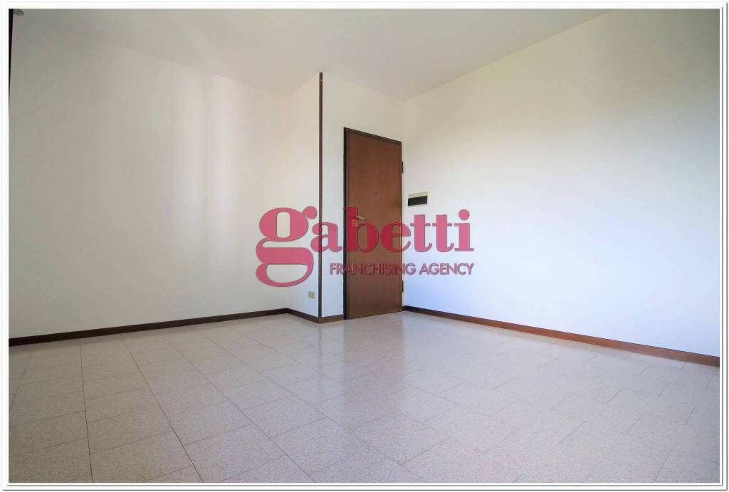 Appartamento in buone condizioni in affitto Rif. 9145079