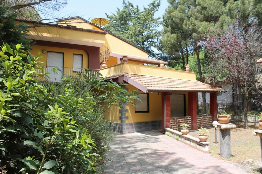 Villa in Vendita a Belpasso Centro: 5 locali, 250 mq
