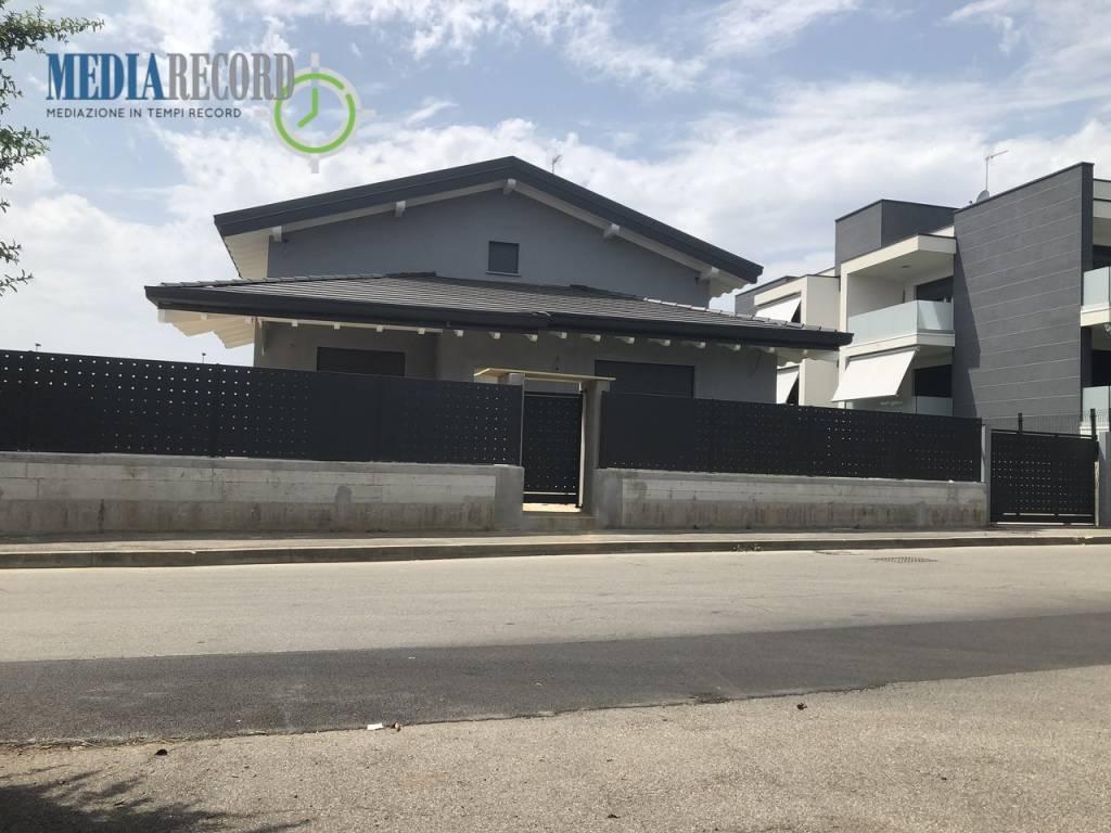 Villa in vendita a Veniano, 4 locali, prezzo € 445.000 | PortaleAgenzieImmobiliari.it
