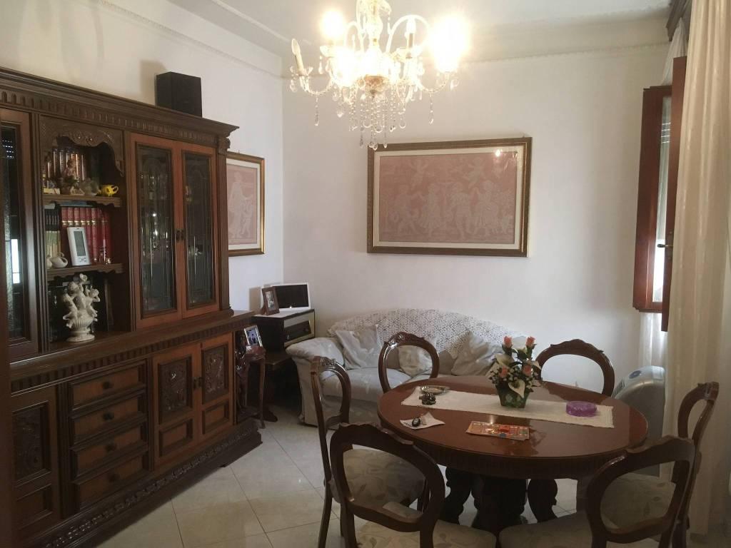 Appartamento in Vendita a Pontedera Semicentro: 4 locali, 90 mq