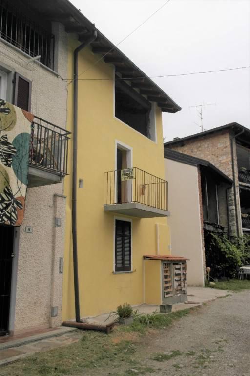 Appartamento in vendita a Cocquio-Trevisago, 4 locali, prezzo € 50.000 | CambioCasa.it