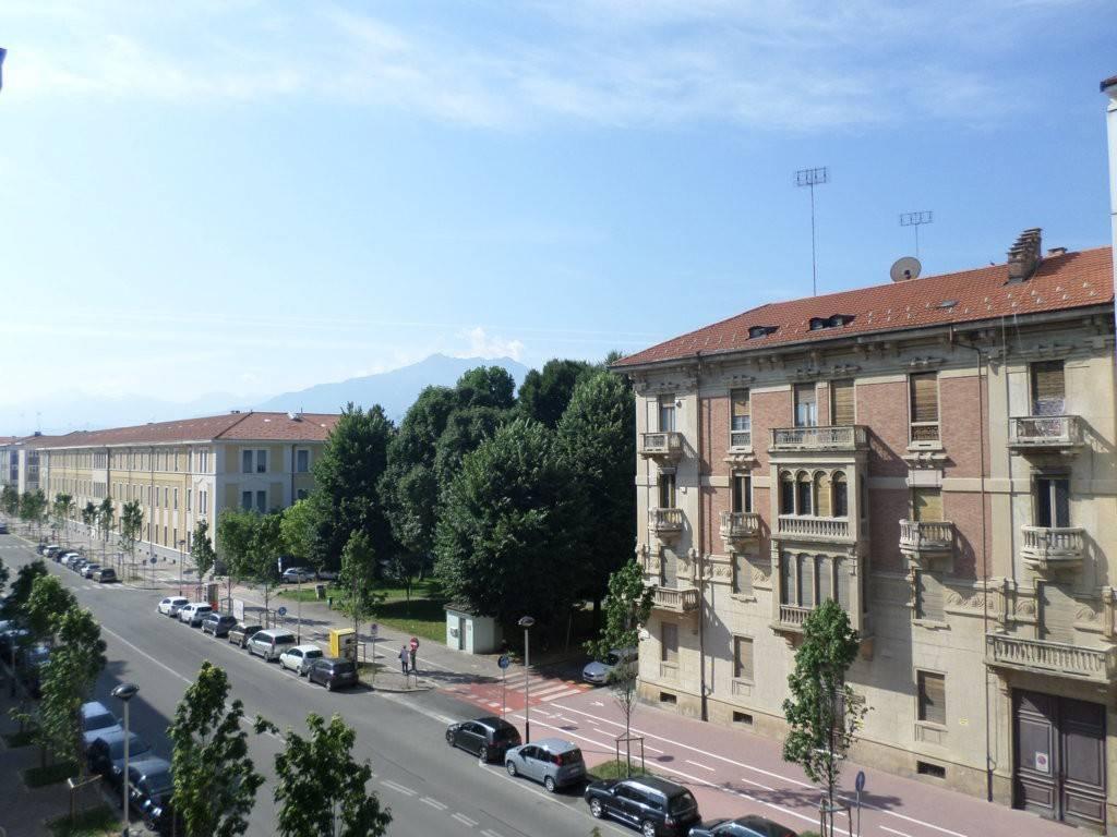 Foto 1 di Trilocale corso Carlo Brunet 3, Cuneo