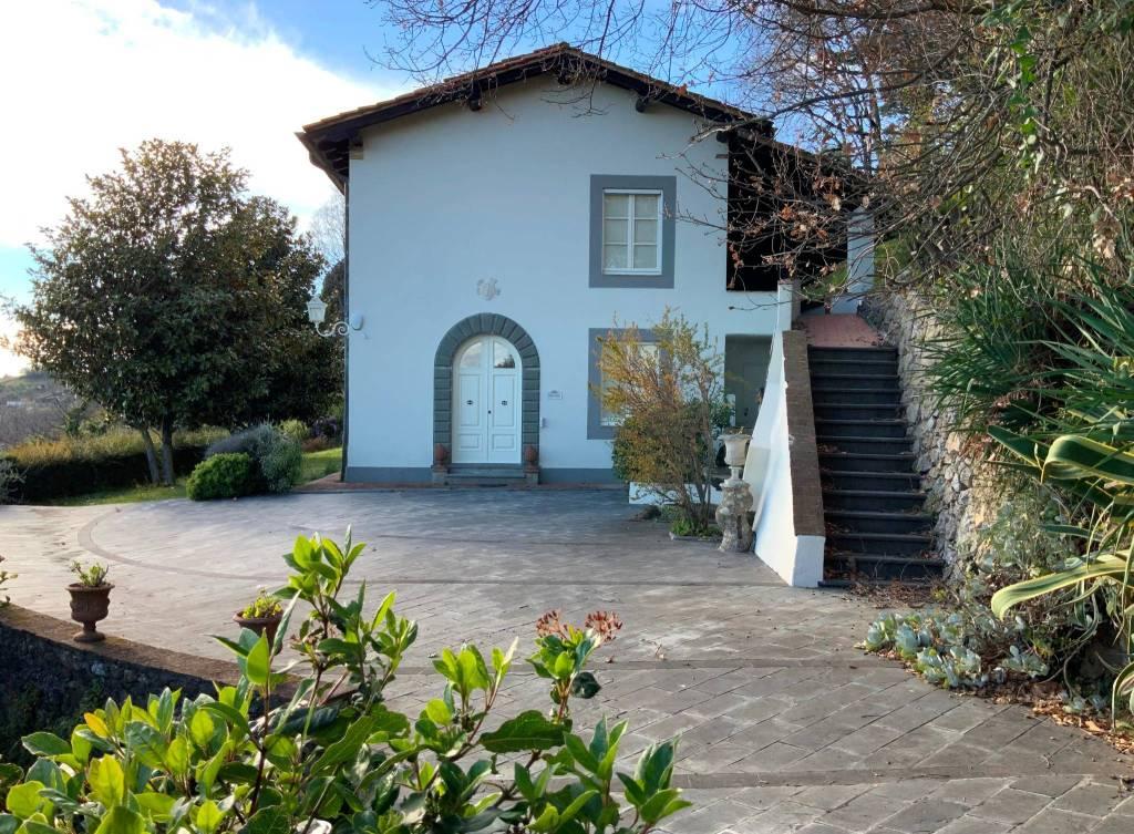 Villa in Vendita a Pietrasanta Periferia: 5 locali, 450 mq