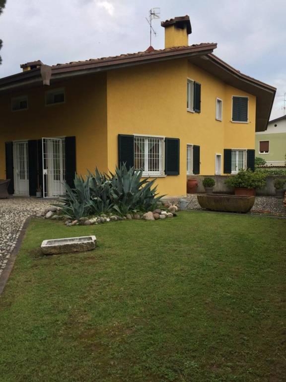 Villa in vendita a Passirano, 6 locali, prezzo € 630.000 | PortaleAgenzieImmobiliari.it
