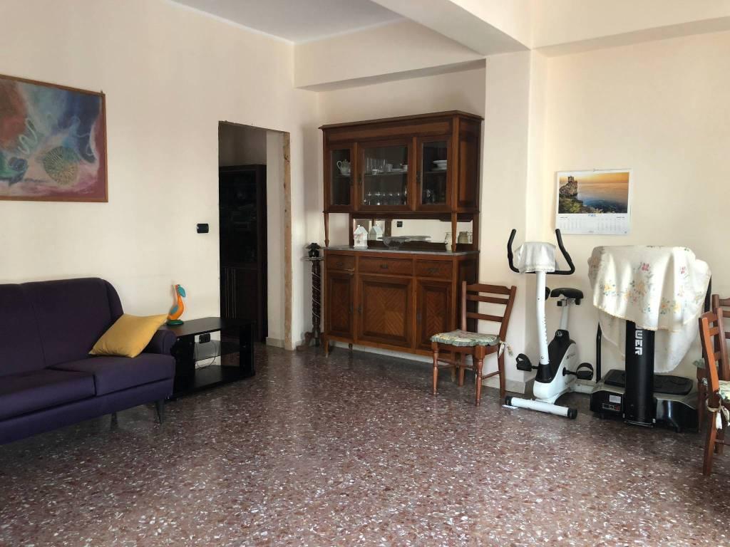 Appartamento in vendita via Nazario Sauro, 10 Aci Castello