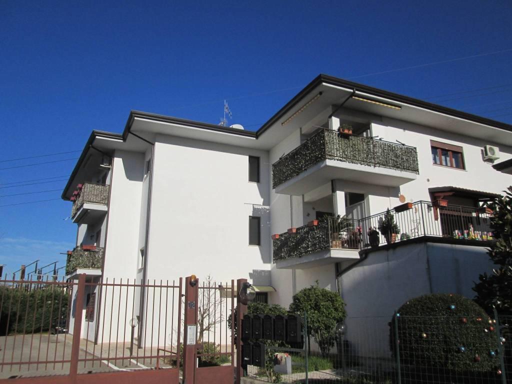 Appartamento in ottime condizioni arredato in vendita Rif. 9108194