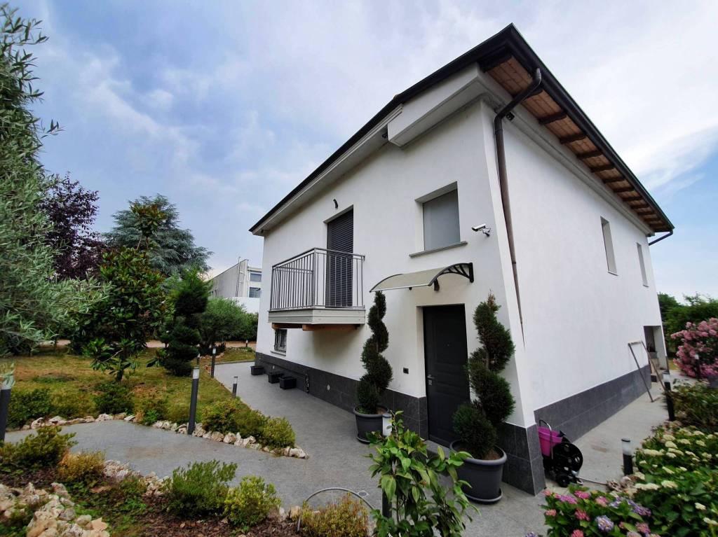 Villa in vendita a Turate, 4 locali, prezzo € 398.000 | PortaleAgenzieImmobiliari.it