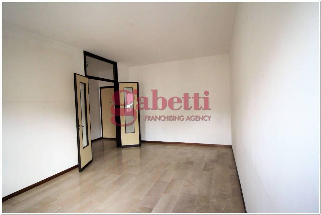 Appartamento in buone condizioni in affitto Rif. 9242714