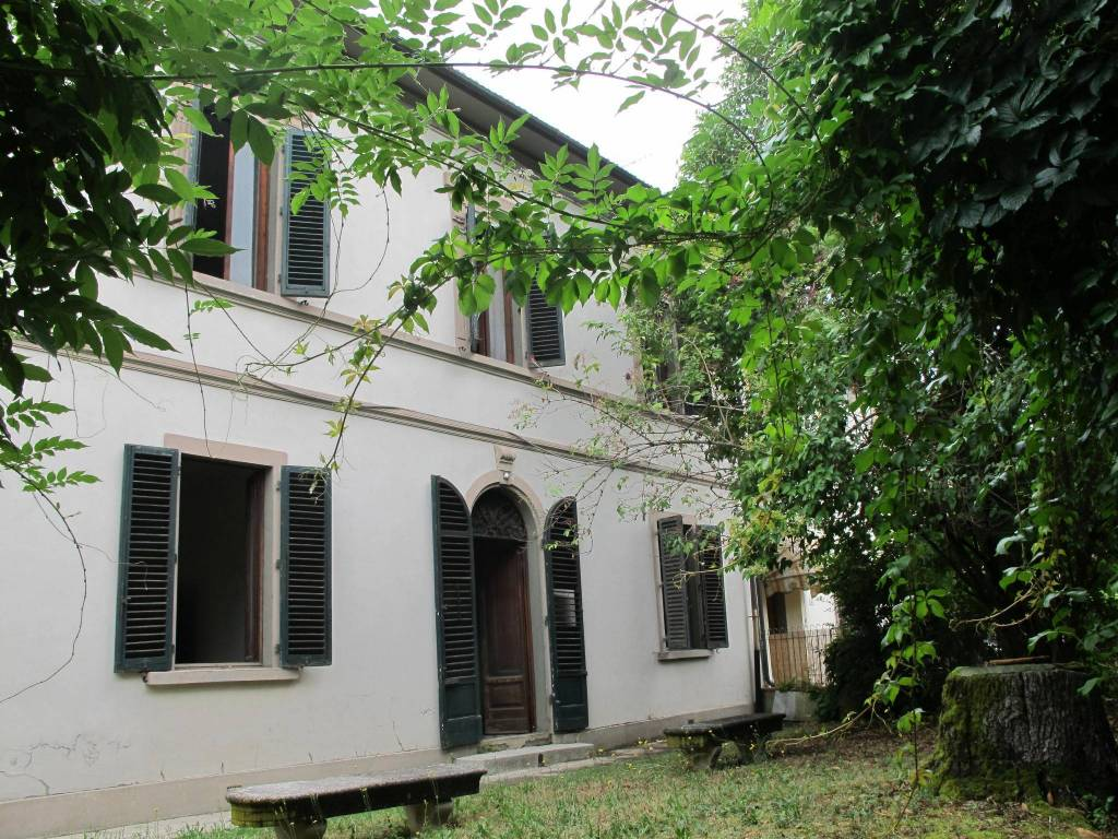 Casa indipendente in Vendita a Pistoia Centro: 5 locali, 285 mq