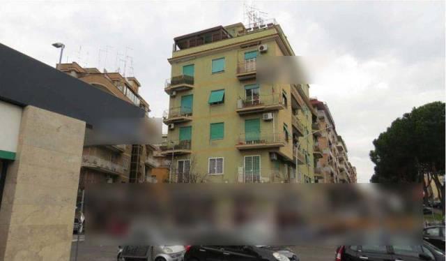 Foto 3 di Trilocale Roma