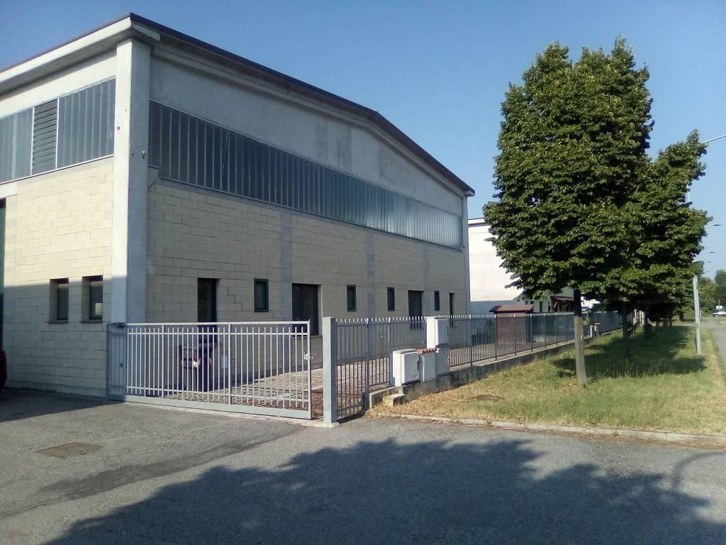 Capannone in vendita a Gualtieri, 6 locali, prezzo € 300.000 | CambioCasa.it