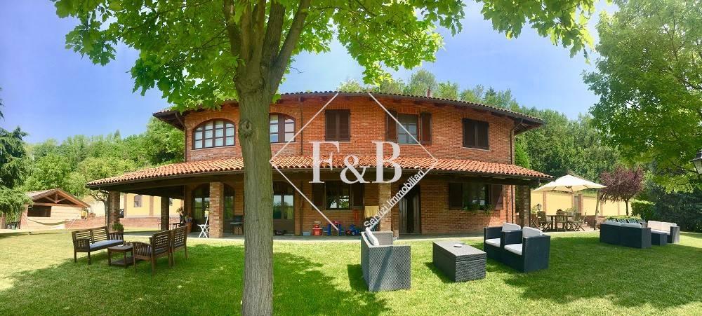 Foto 1 di Villa strada Vallone, Asti