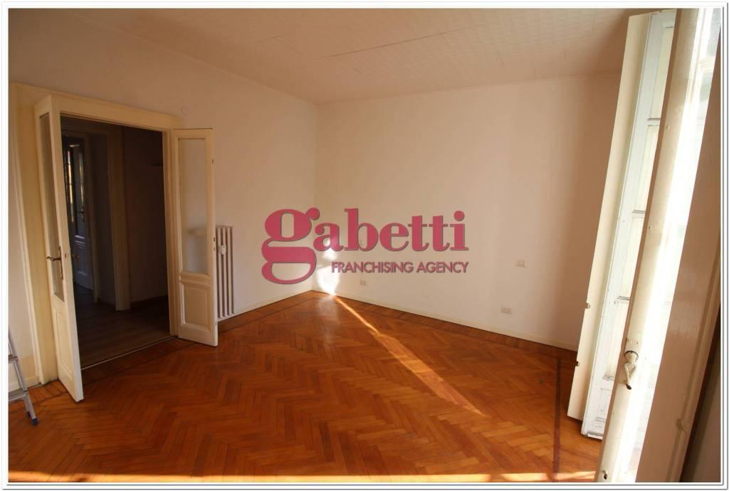Appartamento in buone condizioni parzialmente arredato in affitto Rif. 9145081