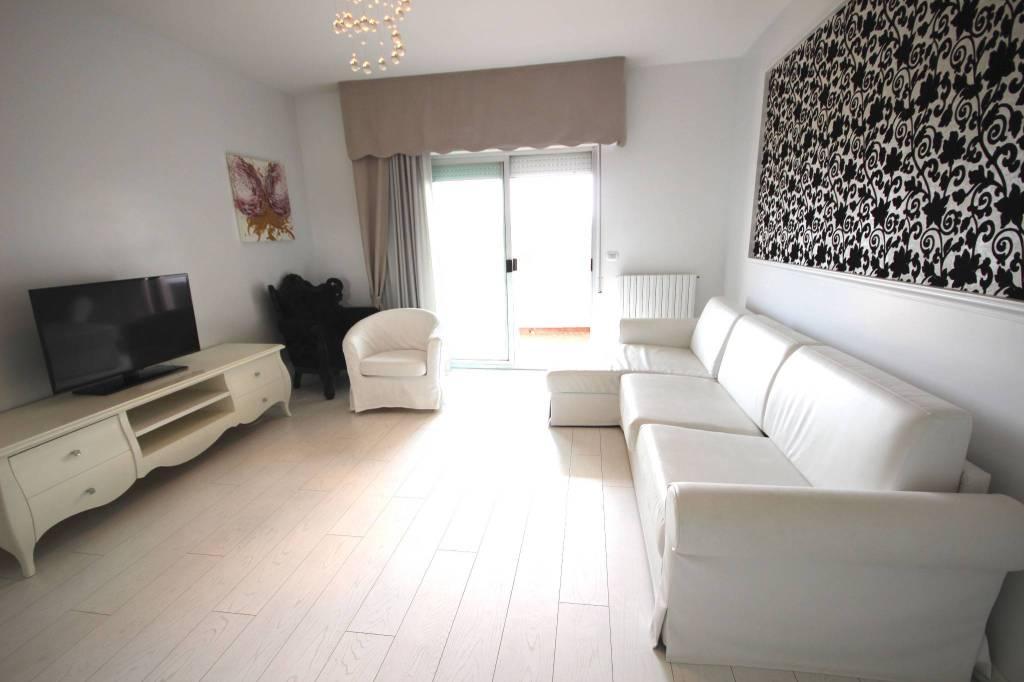 Foto 1 di Appartamento viale Gran Sasso, Riccione
