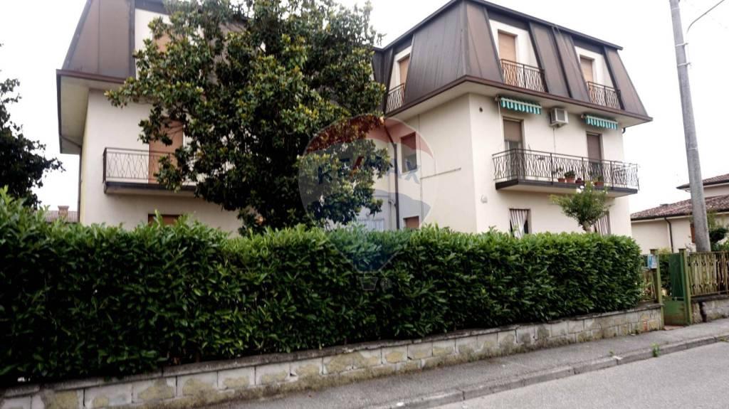 Palazzo / Stabile in vendita a Quinzano d'Oglio, 27 locali, prezzo € 280.000 | PortaleAgenzieImmobiliari.it