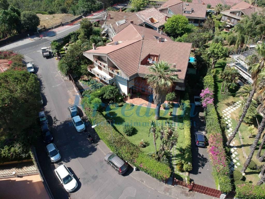 Villa in Vendita a Sant'Agata Li Battiati Centro: 5 locali, 305 mq