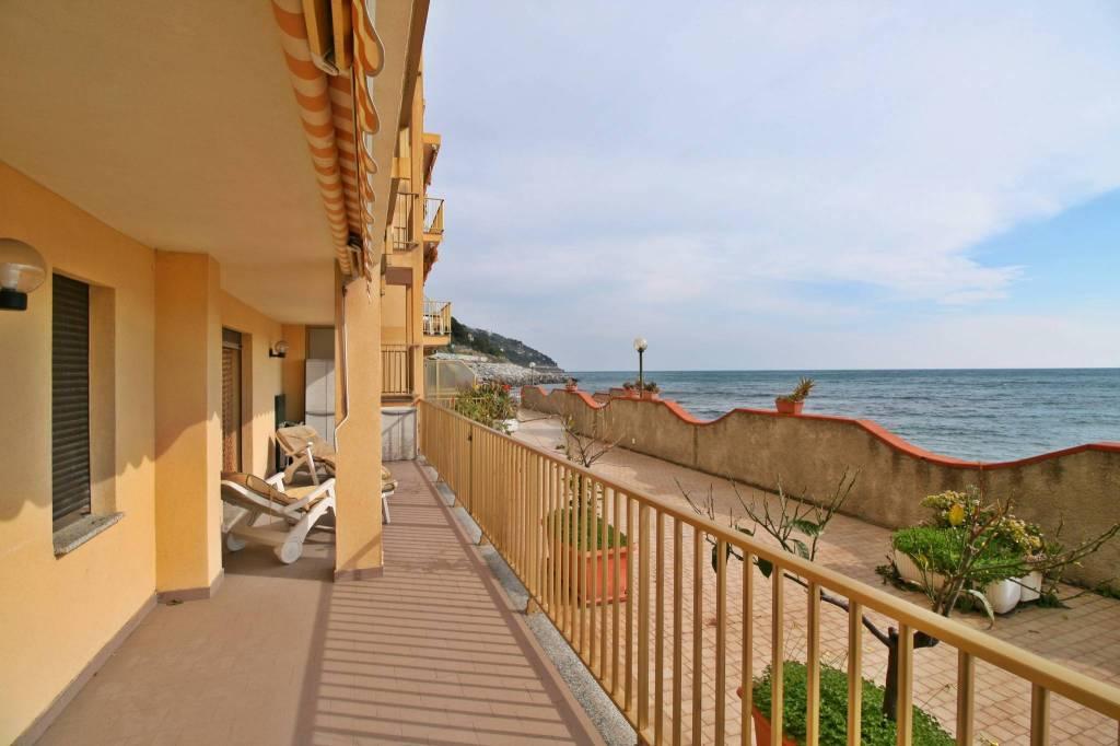Appartamento in ottime condizioni arredato in vendita Rif. 9226379