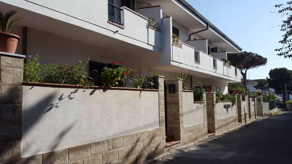 Villetta a schiera in buone condizioni in vendita Rif. 4390149