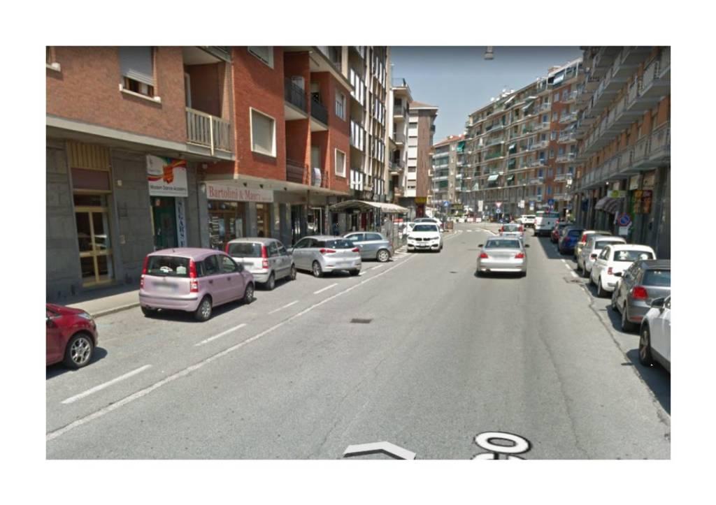 Negozio in affitto via San Rocco Orbassano