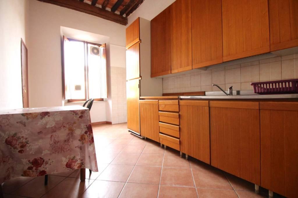 Foto 1 di Trilocale Ruga Degli Orlandi, Pescia