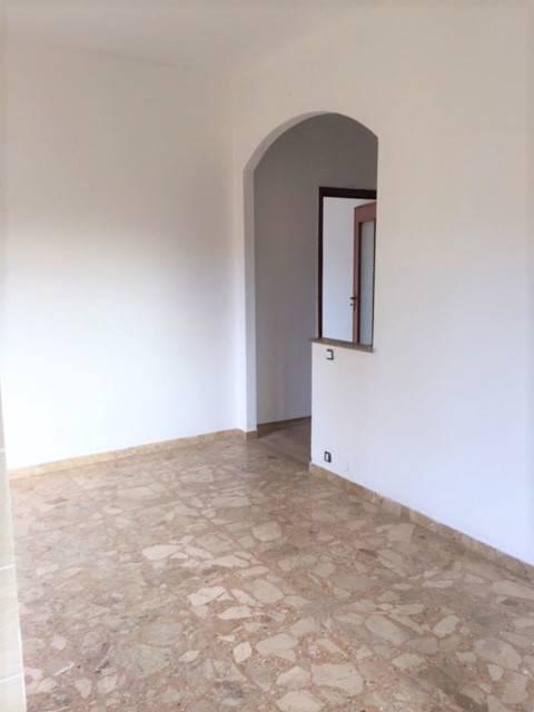 Appartamento in buone condizioni in affitto Rif. 8190459