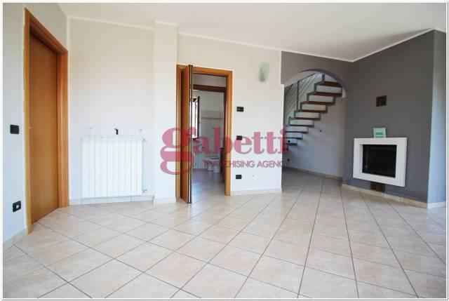 Appartamento in ottime condizioni arredato in vendita Rif. 4458750