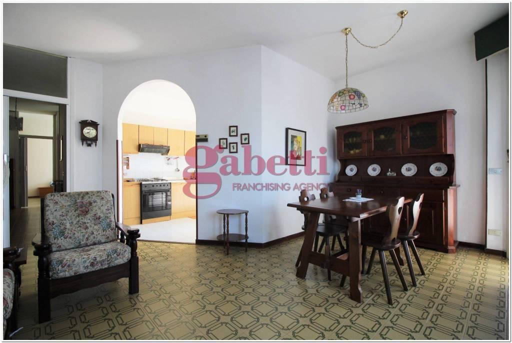 Appartamento in buone condizioni in vendita Rif. 8153687
