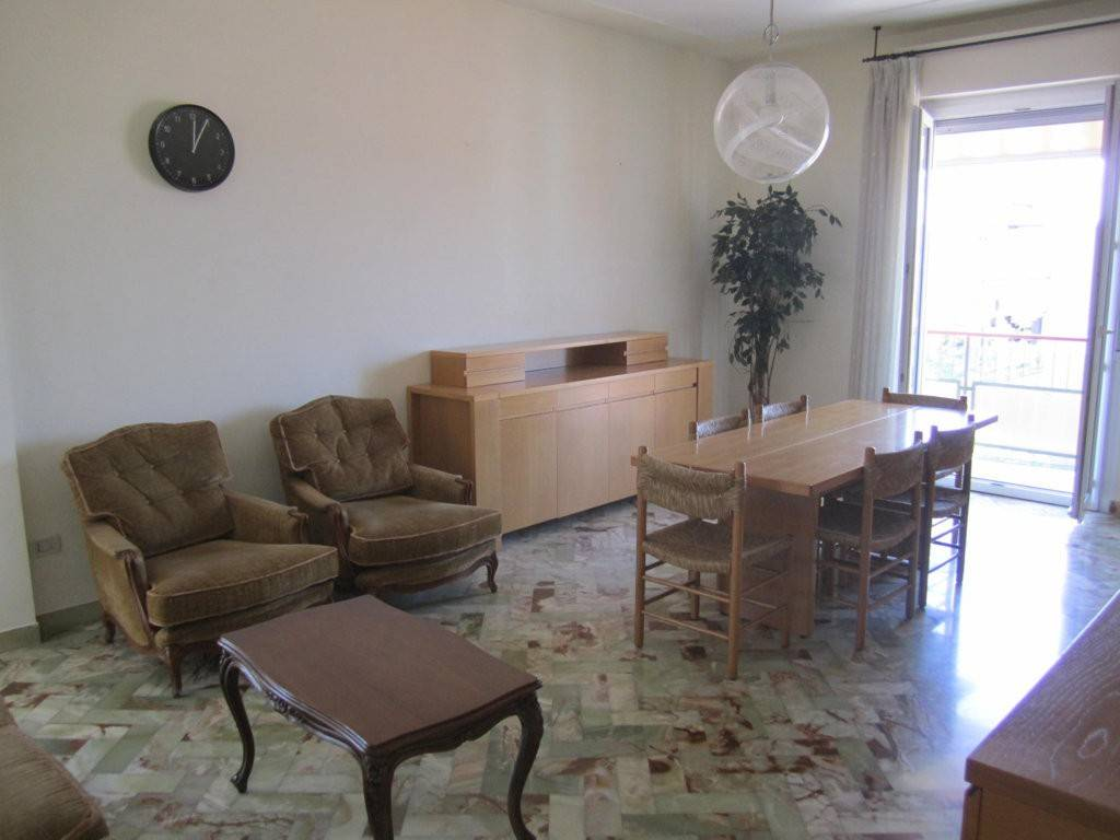 Appartamento in vendita a Pesaro, 4 locali, prezzo € 230.000 | PortaleAgenzieImmobiliari.it