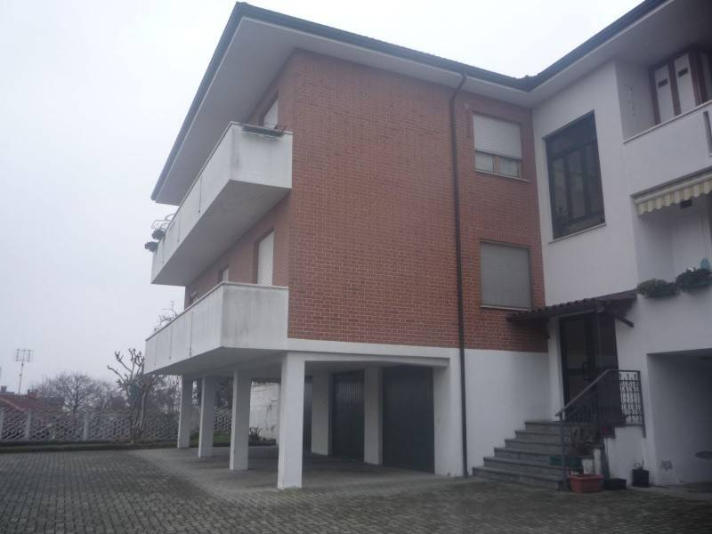 Appartamento in affitto a Caluso, 4 locali, prezzo € 400 | CambioCasa.it