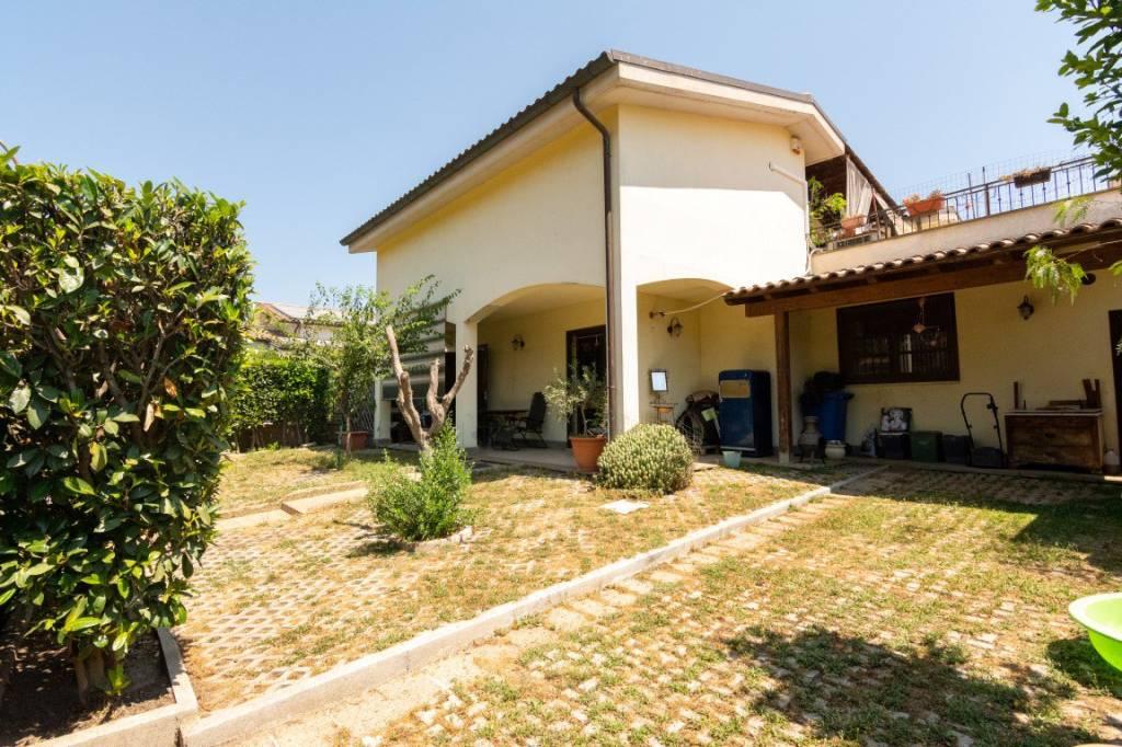 Villa in vendita a Anguillara Sabazia, 4 locali, prezzo € 245.000 | CambioCasa.it