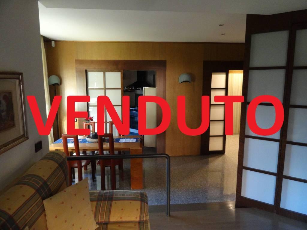 Appartamento in buone condizioni in vendita Rif. 9178155