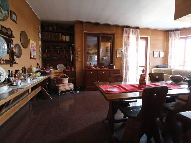 Appartamento in vendita a Saronno, 4 locali, Trattative riservate | CambioCasa.it