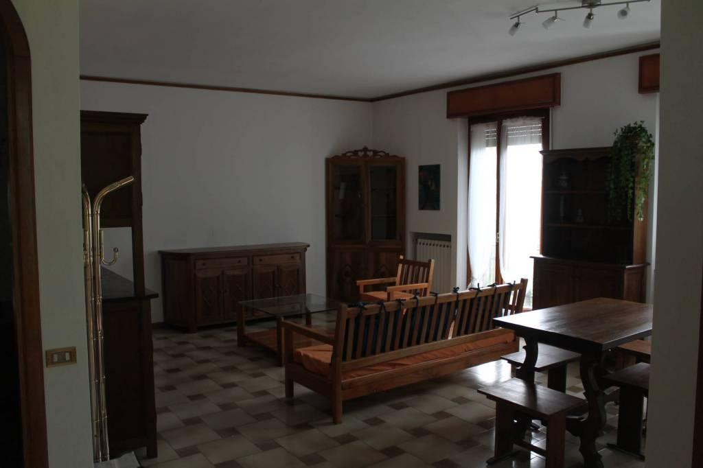 Appartamento in vendita a Pontremoli, 9 locali, prezzo € 220.000 | PortaleAgenzieImmobiliari.it
