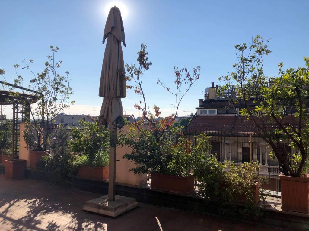 Appartamento in Affitto a Milano 01 Centro storico (Cerchia dei Navigli): 4 locali, 213 mq