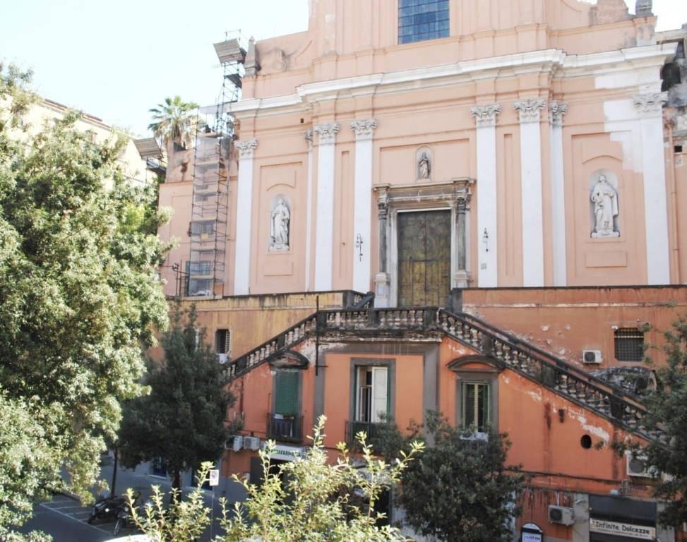 Foto 1 di Quadrilocale via Santa Teresa degli Scalzi 43, Napoli (zona San Carlo all'Arena, Stella)