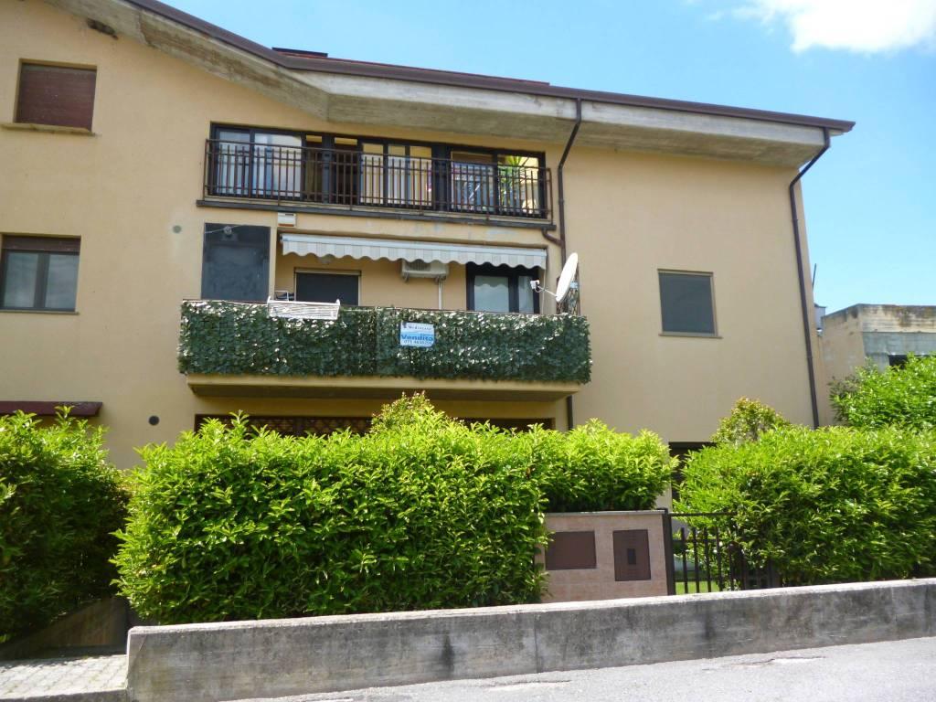 Appartamento in Vendita a Passignano Sul Trasimeno Periferia: 4 locali, 166 mq
