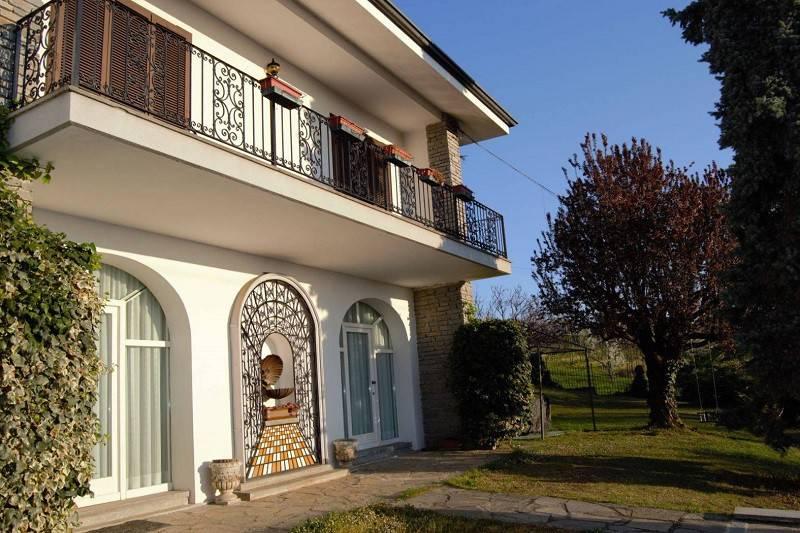 Foto 1 di Villa via Saluzzo 59, Manta