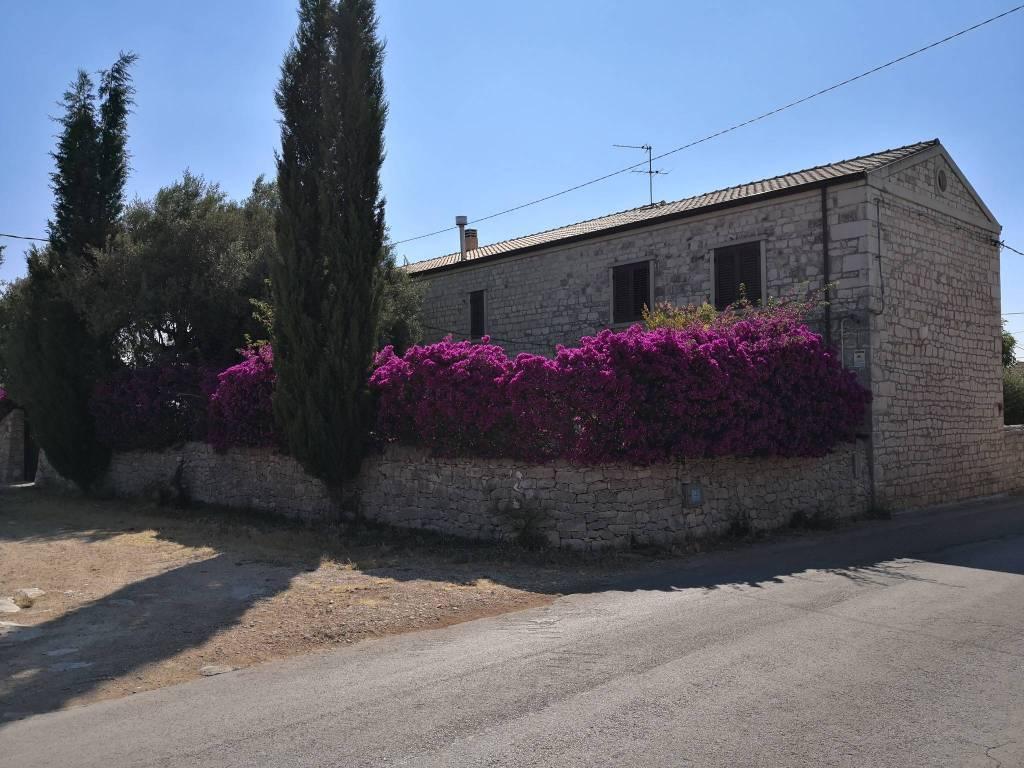 Villa in Vendita a Modica Periferia Est: 5 locali, 350 mq
