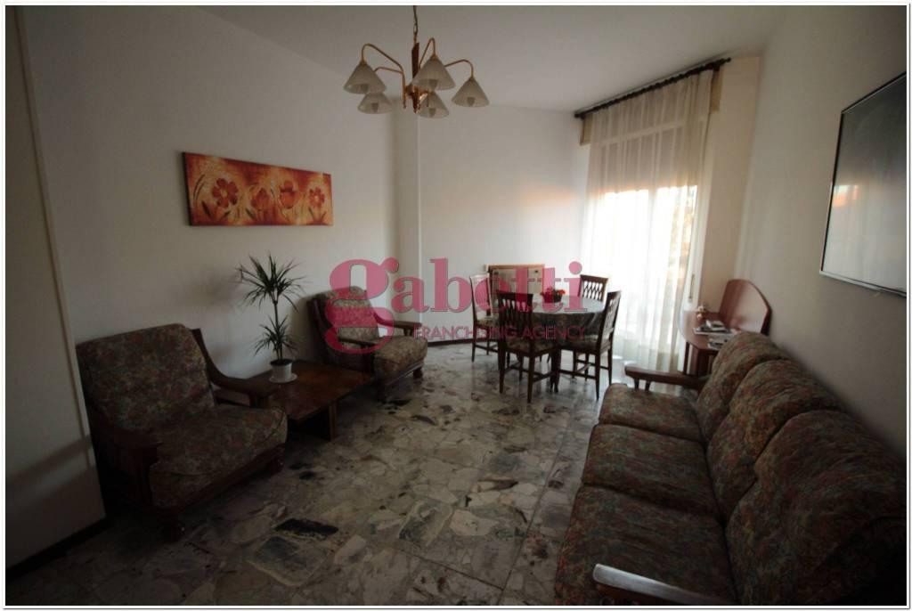 Appartamento in buone condizioni arredato in affitto Rif. 9271238