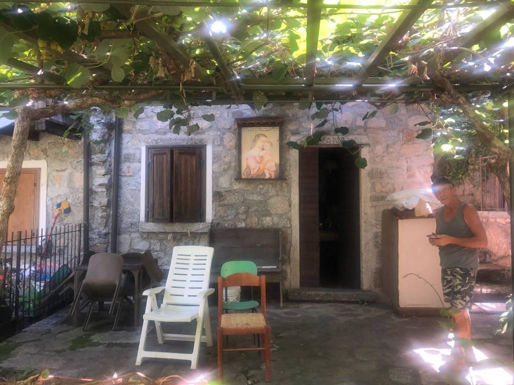 Rustico / Casale in vendita a Civo, 4 locali, prezzo € 120.000 | CambioCasa.it