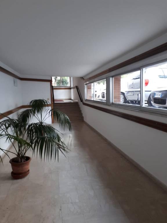 Appartamento in buone condizioni arredato in affitto Rif. 8645252
