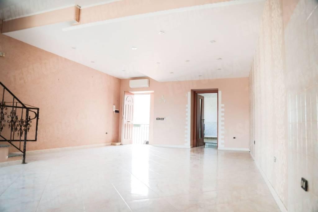 Appartamento in buone condizioni in vendita Rif. 8469135