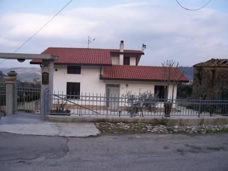 Foto 1 di Villa contrada Costa di Chieti, Lanciano