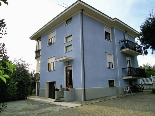 Appartamento in buone condizioni in affitto Rif. 4252821