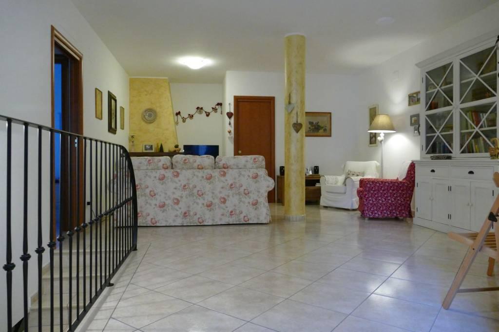 Appartamento in vendita a Città Sant'Angelo, 4 locali, prezzo € 175.000 | PortaleAgenzieImmobiliari.it